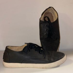 Toms fur lined lace up loafers - size 6.5